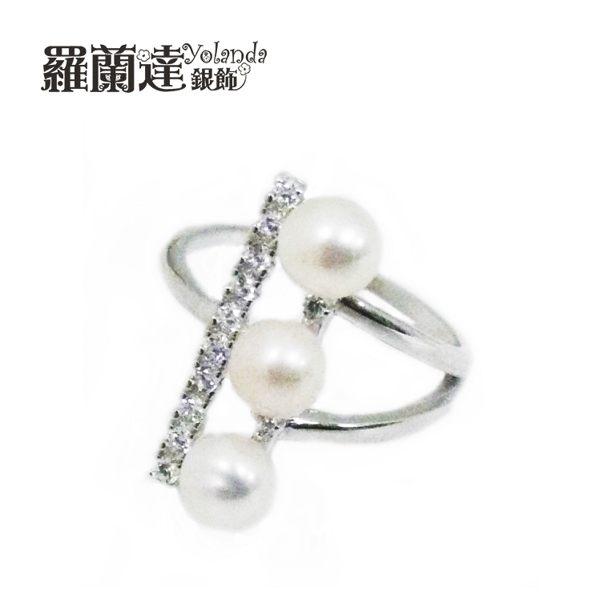 戒指925純銀。活圍。造型獨特的一字三珠,一字型鋯石排列,氣質浪漫。【羅蘭達銀飾】