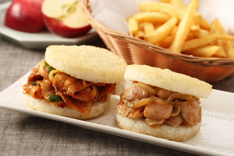 MOS摩斯漢堡網路獨家★米漢堡2盒(醬燒牛 / 韓式豬 / 甜燒雞)(2盒共12入)【加贈豚汁蔬菜湯1入】 3