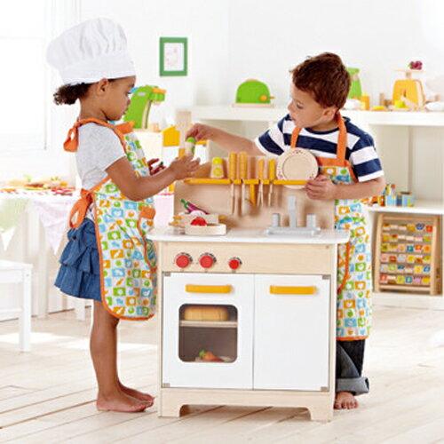 《德國Hape》大型廚具台(限量白色北歐風) ★買就送:瑞士oops軟背包(款式隨機,送完為止)