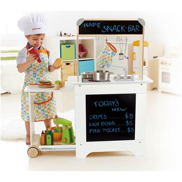 【德國Hape愛傑卡】角色扮演系列移動式點餐廚具台 ★買就送:瑞士oops軟背包(款式隨機,送完為止)