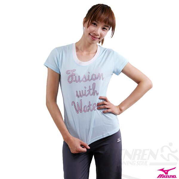 MIZUNO美津濃 SWIM女用輕柔感短袖T恤(粉藍) 抗UV排汗85TW-11026