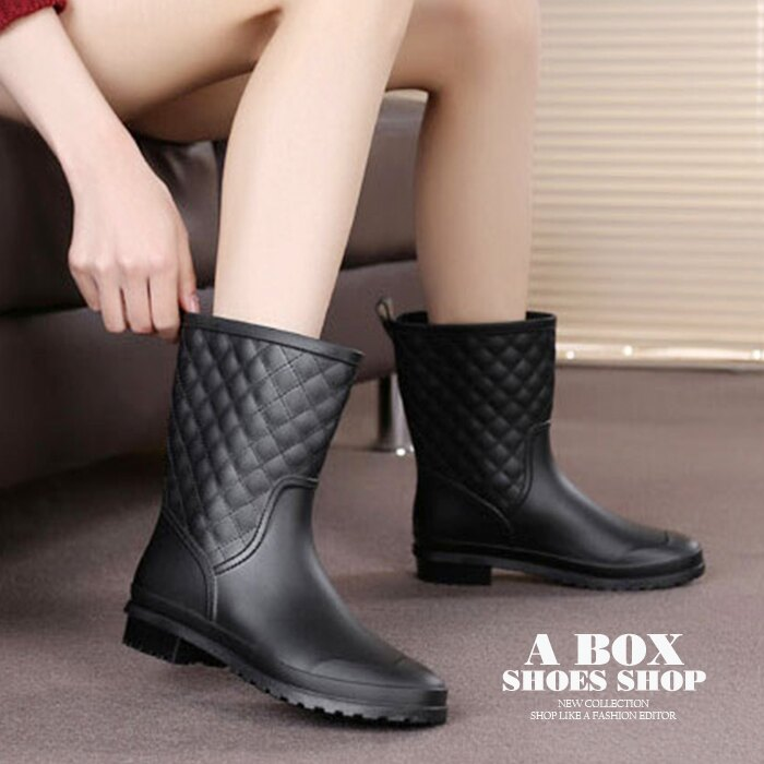 格子舖*【AR008】晴雨兩穿 100%PVC一體成型防水 百搭時尚格菱紋車線  粗低跟耐磨防滑鞋底 中筒雨靴/雨靴 黑色 0