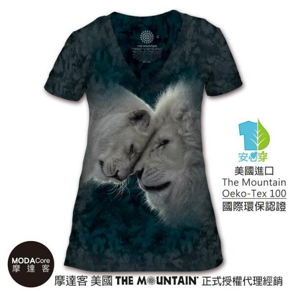 【摩達客】(預購)美國TheMountain都會系列白獅之愛V領女版短T