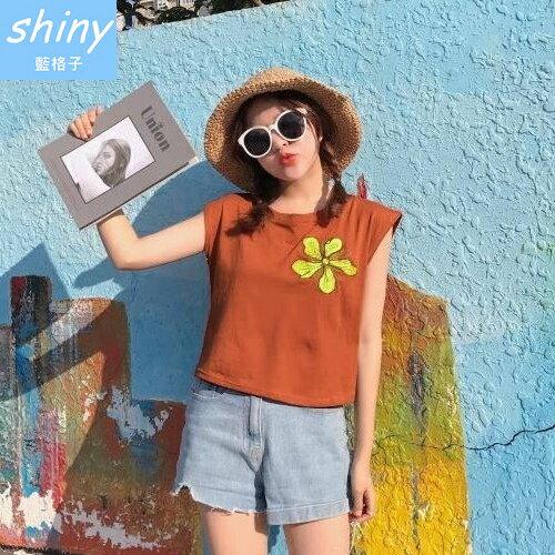 shiny藍格子:全店滿600折50【V1851】shiny藍格子-隨性愜意.刺繡花圓領短版無袖背心上衣