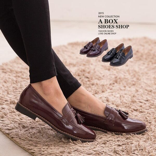 格子舖:【KT535】英倫風情小流蘇質感光澤亮皮2.5CM低跟紳士鞋牛津鞋包鞋2色