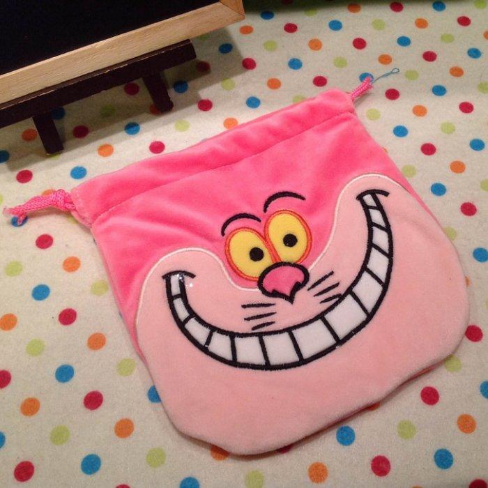 =優生活=愛麗絲貓 柴郡貓 妙妙貓 說謊貓 毛絨束口袋 收納袋 化妝包 相機包 衛生棉包