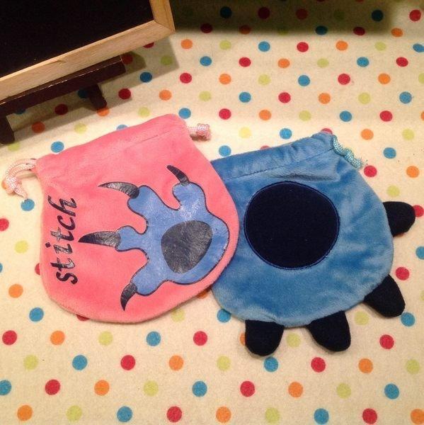 =優生活=迪士尼史迪奇 手掌造型 卡通絨毛束口袋 化妝包 收納包 衛生棉包