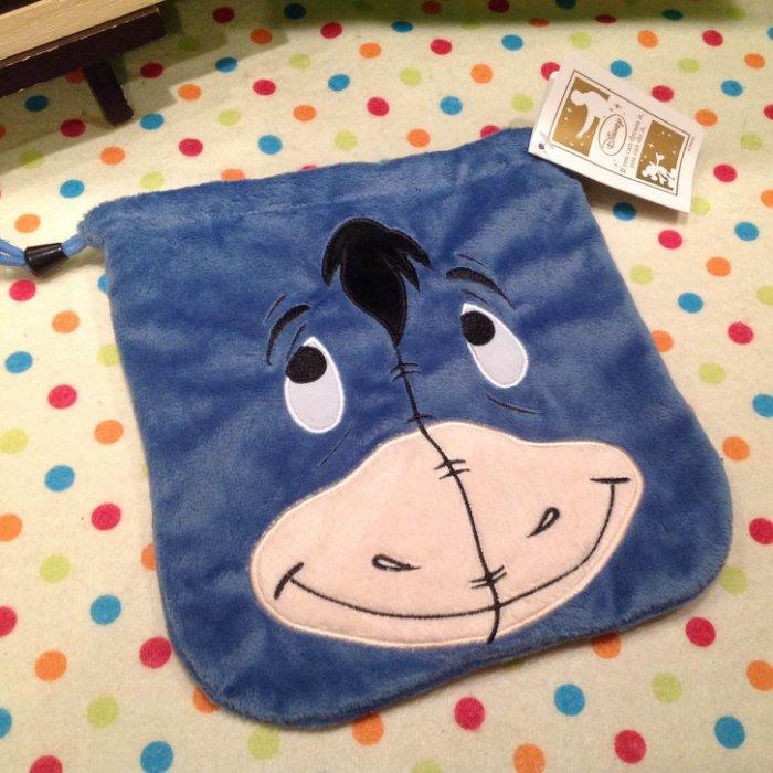 =優生活=迪士尼 小熊維尼家族 小驢伊爾 屹耳 驢子 毛絨束口袋 可愛刺繡收納袋 抽繩袋 相機袋 衛生棉包