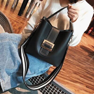 歐美兩用寬肩帶子母包手提包側背包小包水桶包