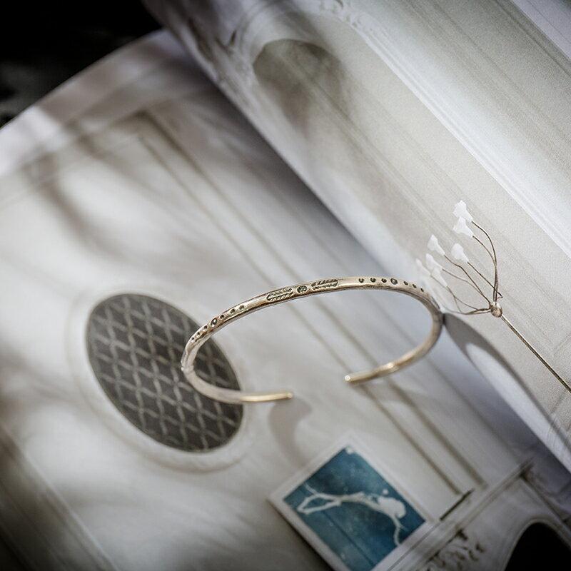 古道西風 泰國手工銀 S990純銀簡單圓鐲 小葉子點點圖騰開口手鐲1入