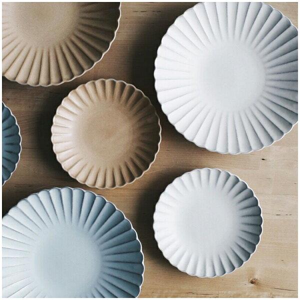Alice餐廚好物:|現貨|日本空運粉引花型瓷盤|3色|日本製|職人手作|日本代購熱門|蛋糕盤點心盤