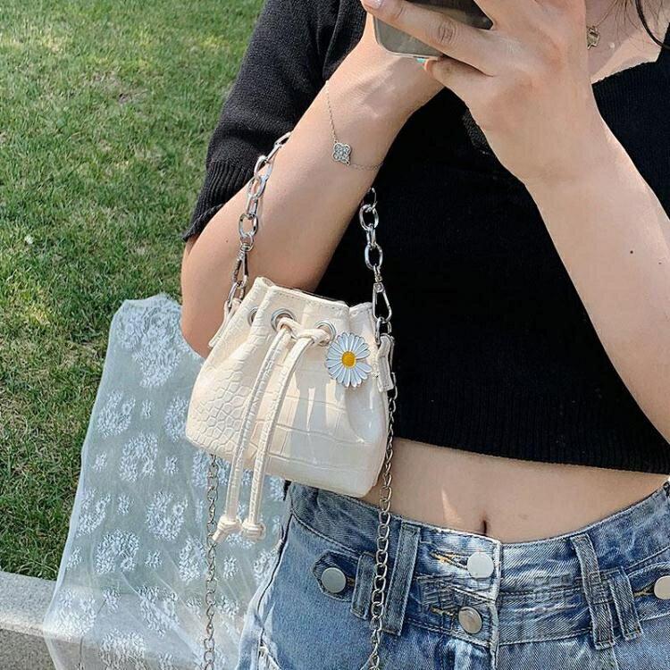 迷你包包女2021流行新款潮時尚韓版小雛菊錬條水桶手提側背斜背包