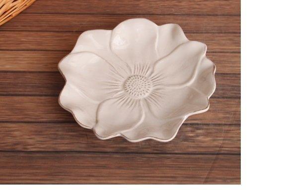 歐式白色做舊浮雕花瓣陶瓷平盤 點心盤 零食盤 蛋糕盤 時尚餐盤
