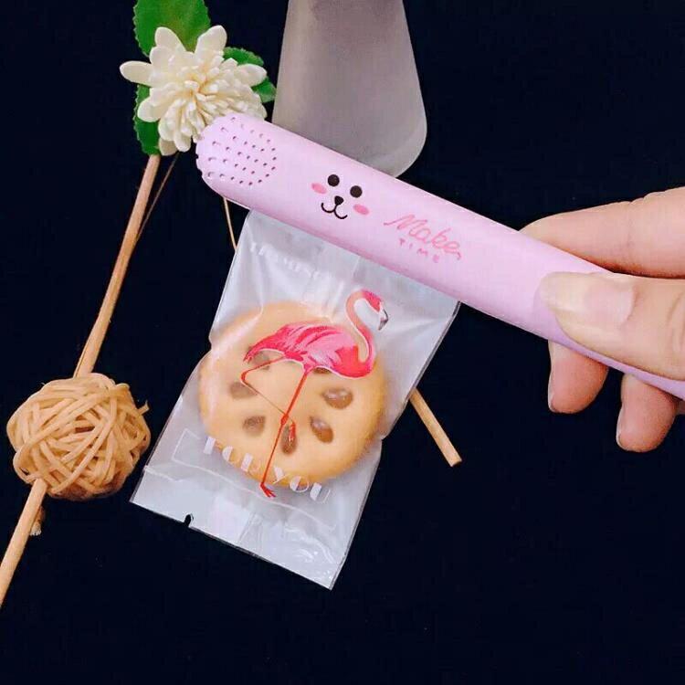 家用小型封口機迷你便攜手壓式雪花酥封袋機牛軋糖零食月餅包裝袋 果果輕時尚