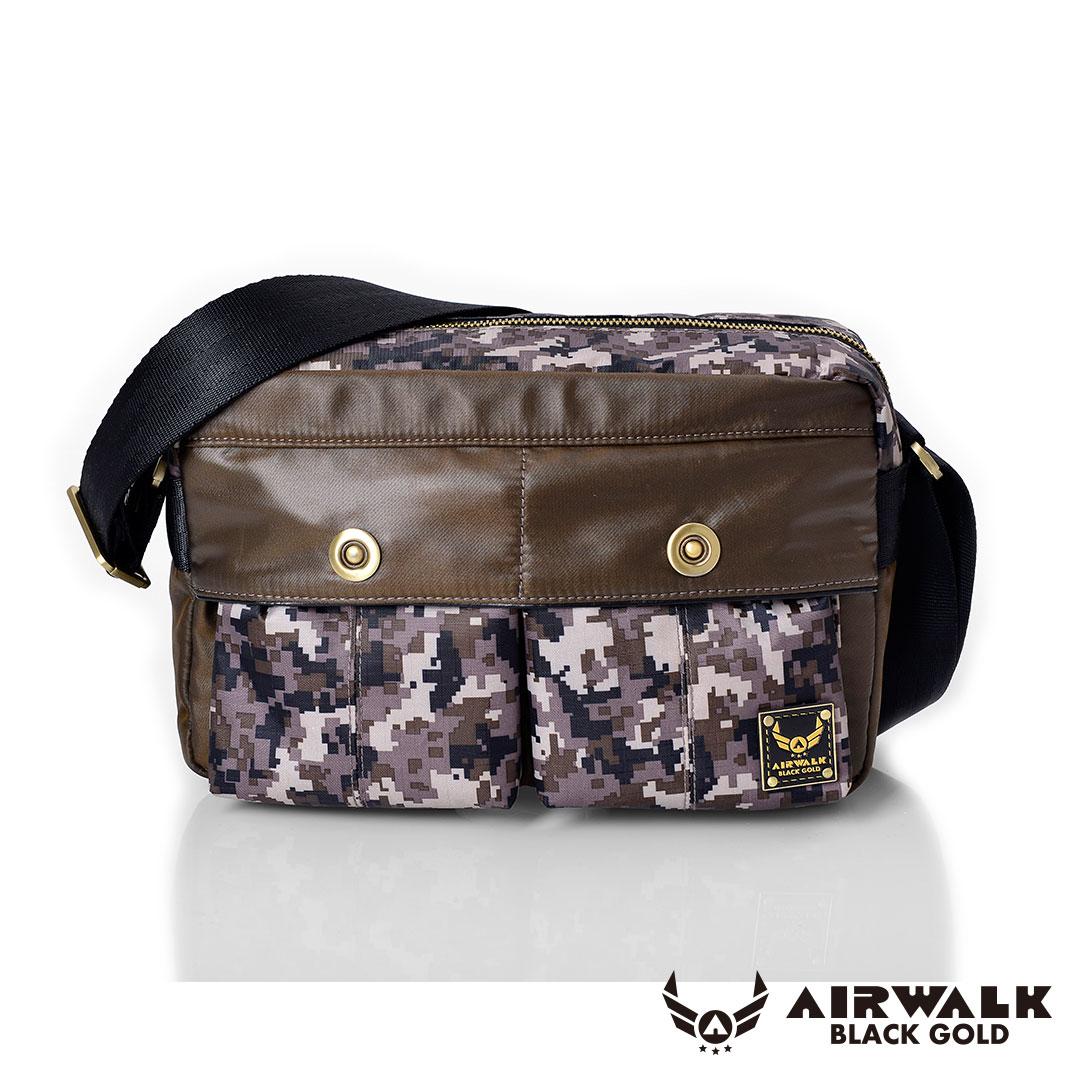 AIRWALK 黑金系列。輕裝騎兵。經典雙前袋側肩包(小)【A331412475】 迷彩咖【禾雅】