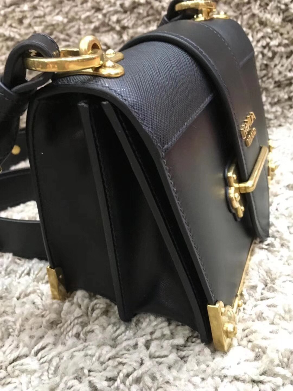 【Go時尚】Prada cahier 方型側背包 2