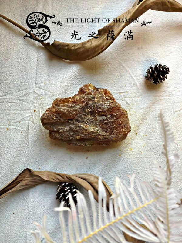 [光之薩滿]]少有大塊絕對天然土藏柯巴脂 G13