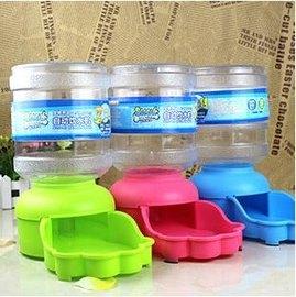 【自動喂水器-飲水機-塑膠-2L】自動喂水器飲水器  顏色隨機 直徑13.5cm高27cm-79013