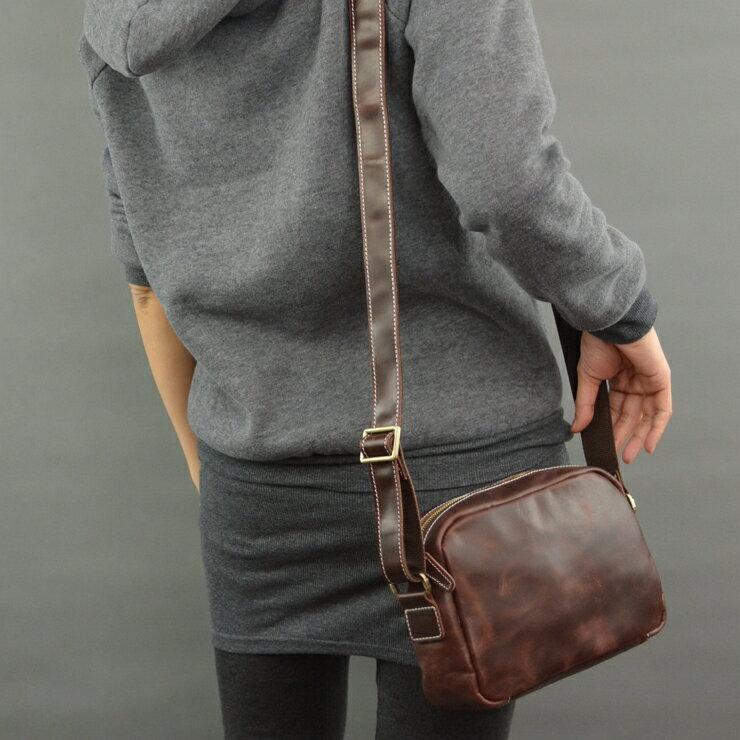 <br/><br/> 油蠟牛皮 日系設計 側背包 隨身包 外出包 休閒百搭 保證全牛皮 平板電腦包 AG真皮製造<br/><br/>
