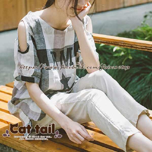 《貓尾巴》LZ-03057日系格子字母印花露肩短袖上衣(森林系日系棉麻文青清新)