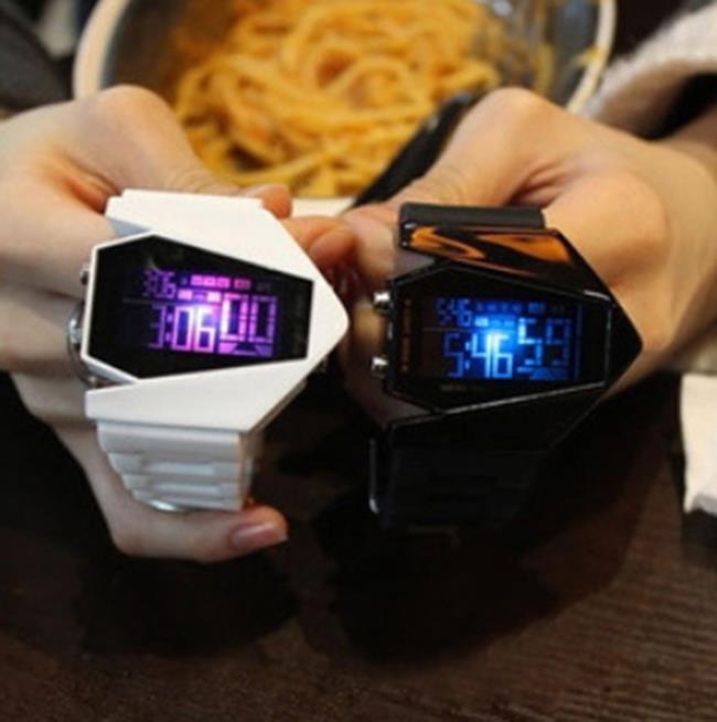 50^%OFF~H06808WAH~韓國新品手錶 男女 情侶款電子錶^~箭頭超級帥氣帶燈潮