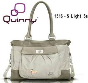 【淘氣寶寶】Quinny Bags 時尚媽媽包 (附換尿布墊Mattress)(顏色:米色 / 黑色) 0