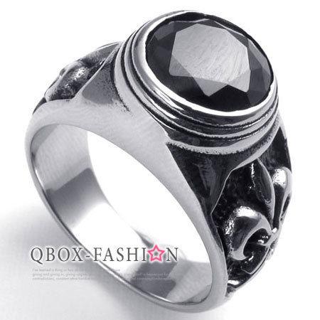 《 QBOX 》FASHION 飾品【W10022476】精緻個性克羅心圓黑鋯石鑄造316L鈦鋼戒指/戒環