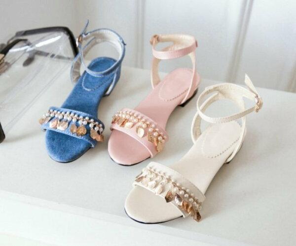Pyf♥牛仔皮面一字扣帶珍珠金屬樹葉串飾露趾平底涼鞋46大尺碼女鞋