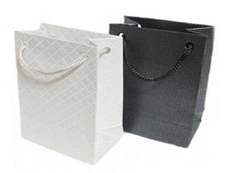 《316小舖》【滿100元-加購區-AB09】(精緻送禮提袋(黑/白)單件-需消費滿100元才能加購-精緻送禮提袋)