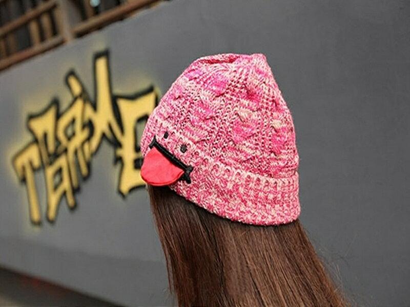 《316小舖》【YB17-只剩黑色款】(新款冬季針織毛線吐舌頭保暖帽子-單件價 /吐舌頭帽子/針織帽子/新款帽子/韓版帽子)