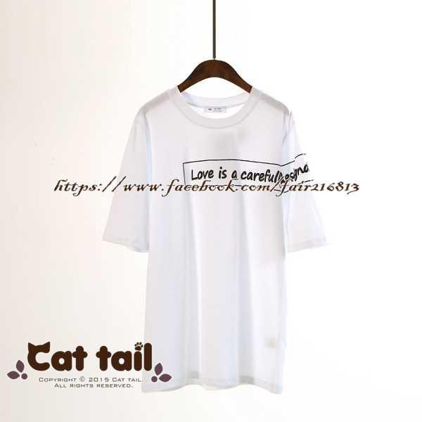 ~貓尾巴~LZ~02091 側邊字母印花短袖T恤^(森林系 日系 棉麻 文青 清新^)