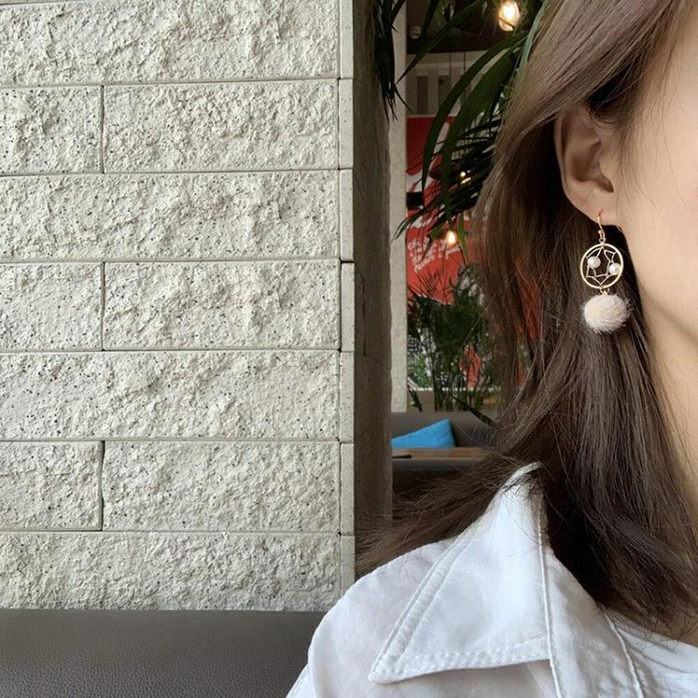 耳環 【迷度】韓國秋冬淡水珍珠捕夢毛球耳環耳墜耳夾 適合冬天的耳環 曼慕衣櫃
