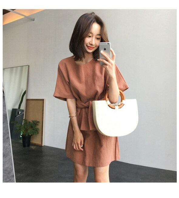 休閒洋裝 簡約腰部綁帶後領釦短袖連身裙 艾爾莎【TGK6507】 2