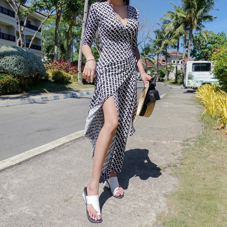 開叉洋裝 經典黑白圖案V領連身裙 艾爾莎【THB5298】 1