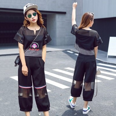 休閒套裝鏤空短袖上衣^(兩件套^)~街頭 女孩頭像印花女褲裝73he45~正韓 ~~米蘭