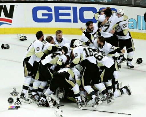 The Pittsburgh Penguins celebrate Game 6 of the 2016 Stanley Cup Finals Photo Print (16 x 20) 50a13a3db61a3dc6344a95a84554b422