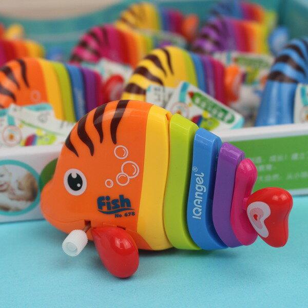 發條七彩魚 上鏈發條迷你七彩魚/一個入{促60} Q版會跑七彩魚玩具 真環保.不必用電池喔~生