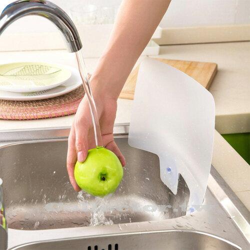【N15112601】創意廚房- 附吸盤水槽防濺擋水板 炒菜防濺擋油板
