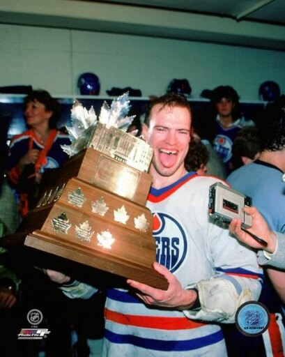 Mark Messier with the Conn Smythe Trophy 1984 NHL Stanley Cup Finals Photo Print (16 x 20) 1354a06ba5c9e2ff74b919cea216df94