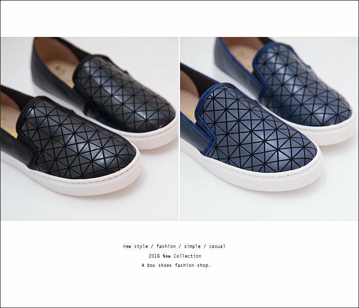 格子舖*【KID804】MIT台灣製 率性流行幾何圖形亮面皮革 鬆緊穿拖休閒懶人鞋 2色 2