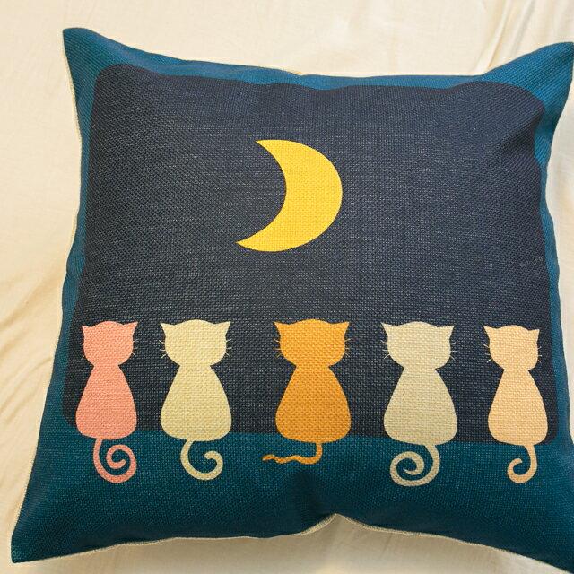 貓咪曬月亮抱枕  棉麻材質  45cmX45cm 花色獨特 觸感扎實 0
