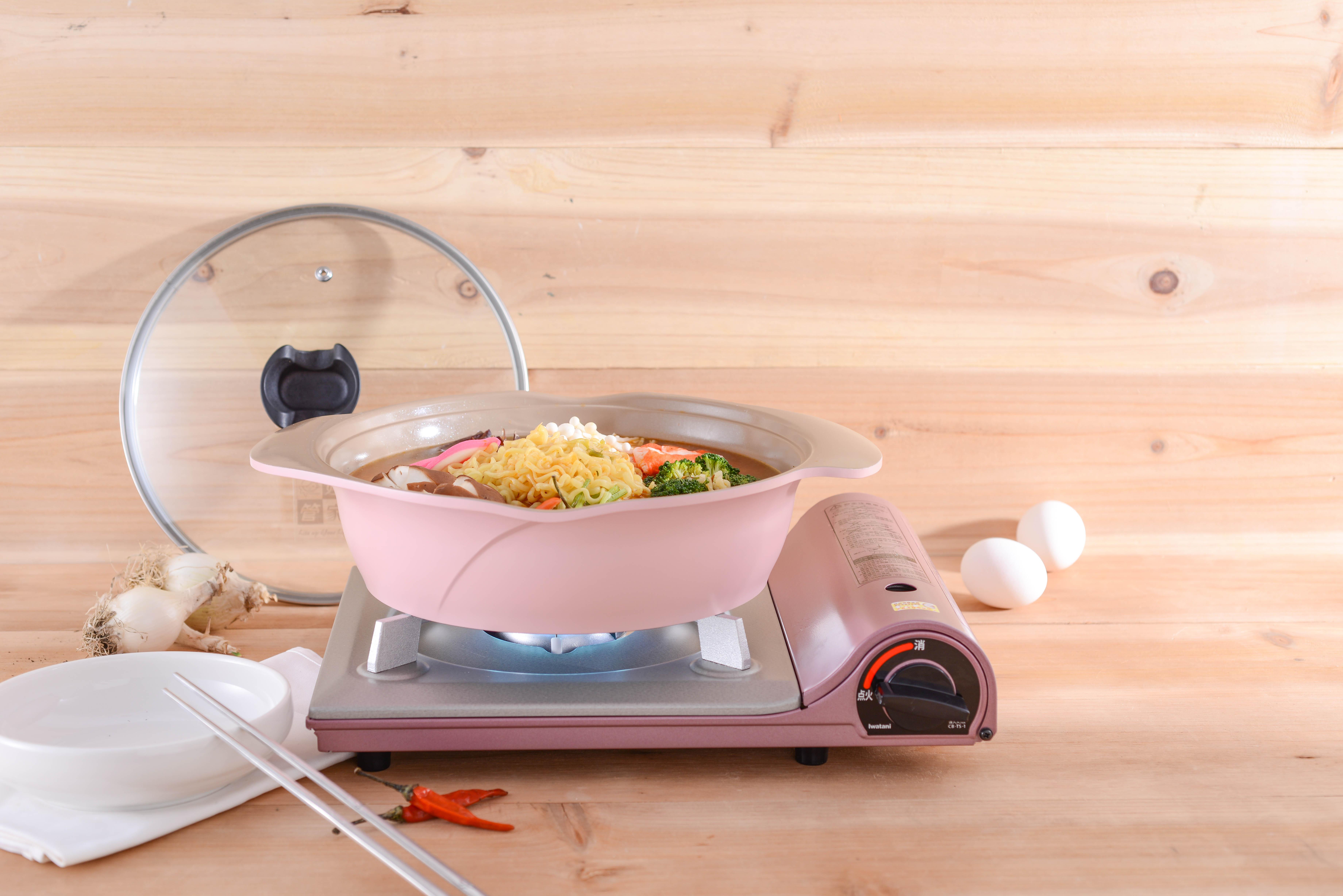 *預購*[火鍋超值組合]日本岩谷Iwatani卡式爐 TS-1 + 雙耳玫瑰鍋24cm  另有卡式爐硬盒超值組 *預計4/17(一) 依序出貨 1