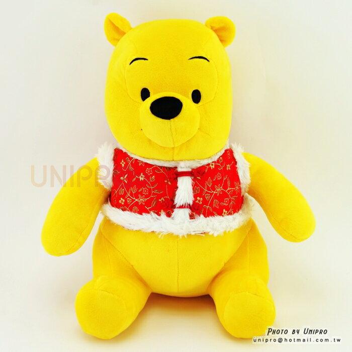 【UNIPRO】迪士尼 小熊維尼 坐姿 背心 棉襖 維尼 絨毛玩偶 娃娃 30公分 Winnie the Pooh