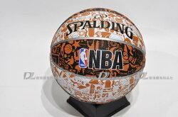 預購【SPALDING】斯伯丁 NBA籃球 塗鴉系列 室外 橡膠 7號球 -SPA73722 白/黑/橘 [陽光樂活]