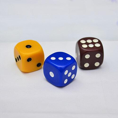 【散裝骰子】1.6 X 1.6 X 1.6 cm 桌遊專用遊戲骰 (褐色/藍色/黃色) (一次賣3顆)