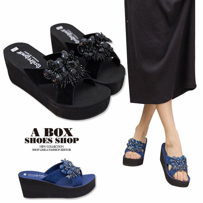 格子舖*【KI815】MIT台灣製 華麗寶石花朵 前3.5後7CM厚底增高楔形拖鞋 2色 0