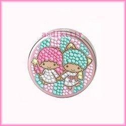 家用【asdfkitty】雙子星牽手圓形亮鑽收納盒/置物盒/隨身藥盒-日本版正版