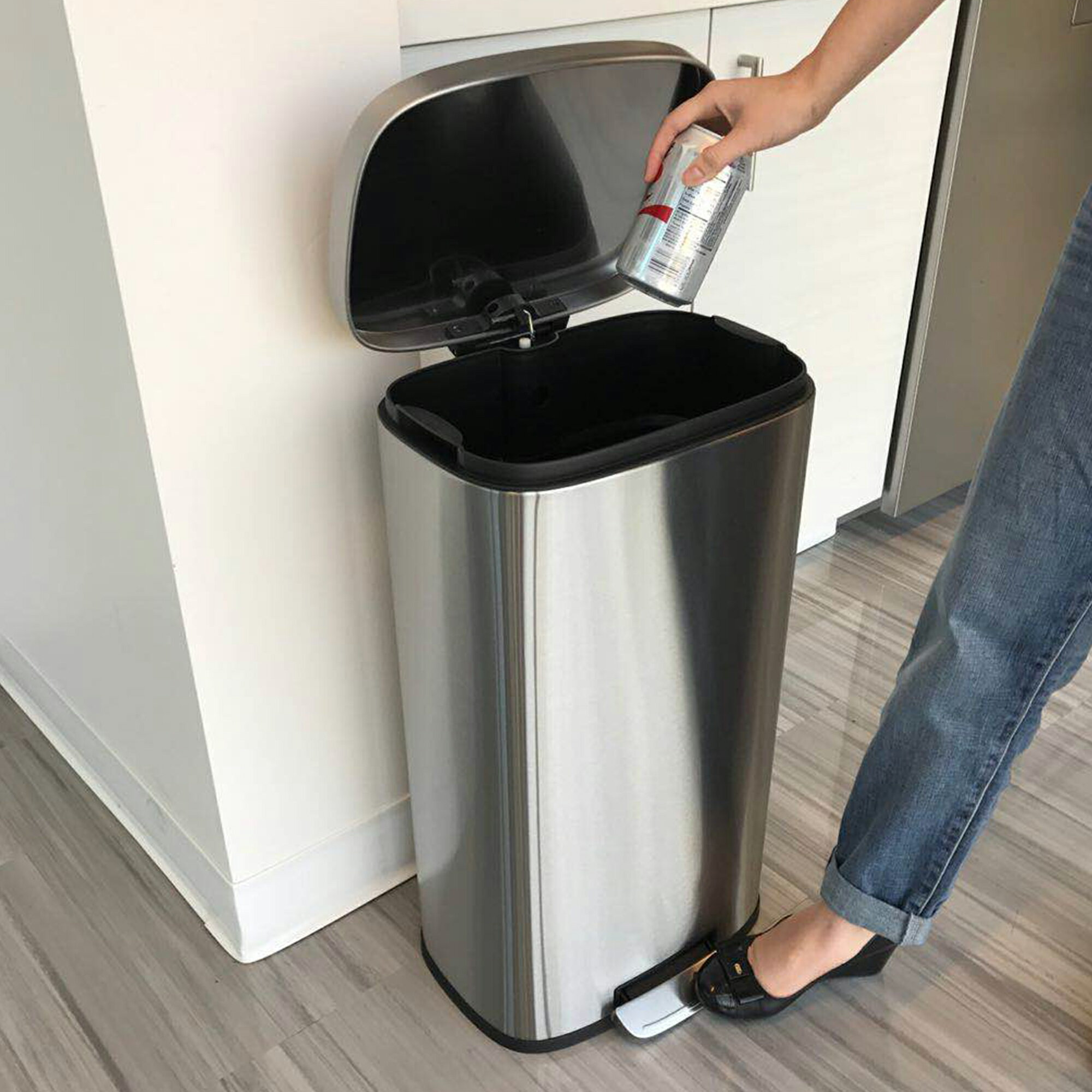 ITouchless SoftStep 8 Gallon Stainless Steel Step Trash Can, 30 Liter Pedal Kitchen  Trash Can
