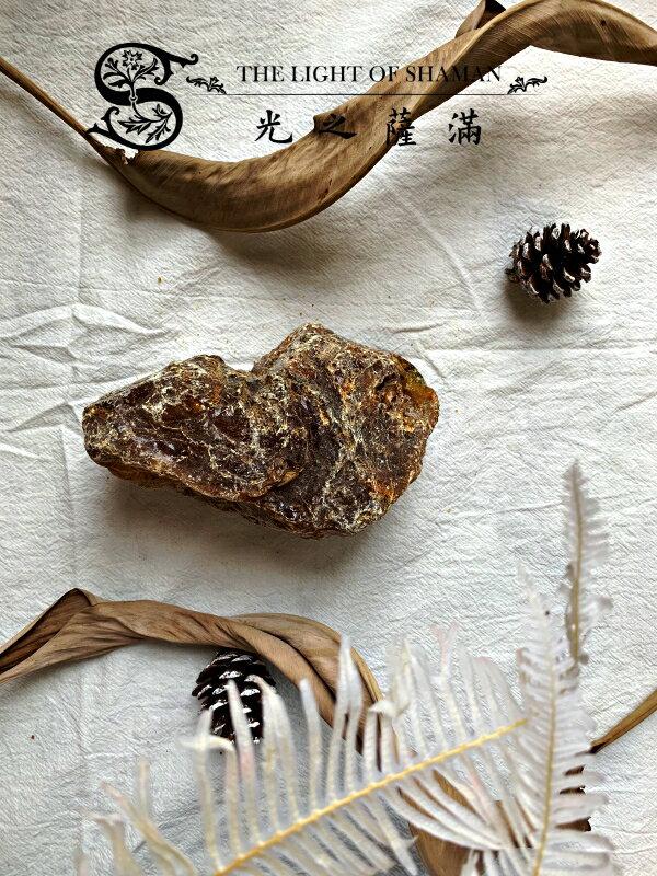 [光之薩滿]]少有大塊絕對天然土藏柯巴脂 G3