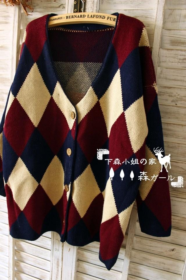 日系森女系複古英倫風菱形拼色V領單排扣針織外套